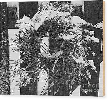 Snow Wreath Wood Print by Diane E Berry