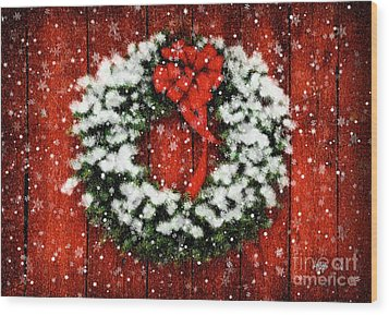 Snowy Christmas Wreath Wood Print by Lois Bryan