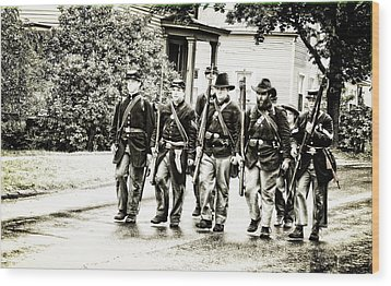 Soldiers Marching In Parade Wood Print