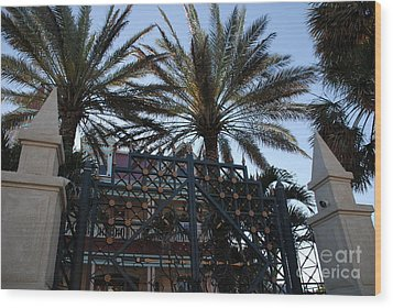 Southernmost Hotel Entrance In Key West Wood Print by Susanne Van Hulst