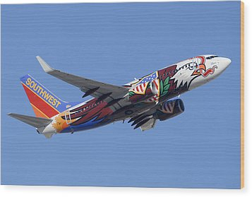Southwest 737 Illinois One At Phoenix Sky Harbor December 2 2010 Wood Print by Brian Lockett