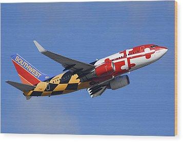 Southwest Airlines Boeing 737-7h4 N214wn Maryland One Phoenix Sky Harbor December 23 2010 Wood Print by Brian Lockett