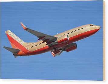 Southwest Boeing 737-7h4 N792sw Retro Gold Phoenix Sky Harbor January 21 2016 Wood Print by Brian Lockett