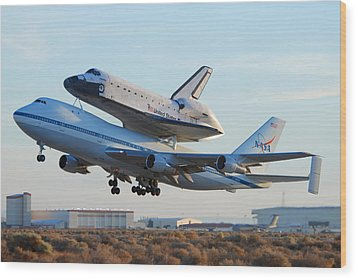 Space Shuttle Atalantis Departs Edwards Afb July 1 2007 Wood Print