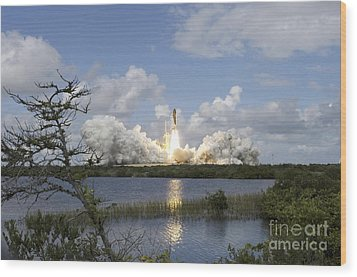 Space Shuttle Discovery Liftoff Wood Print by Stocktrek Images