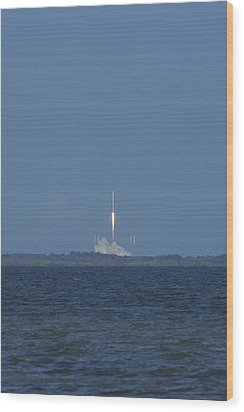 Spacex Crs6 Liftoff Wood Print