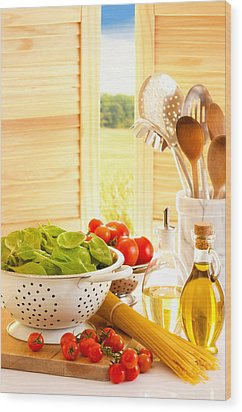 Spaghetti And Tomatoes In Country Kitchen Wood Print