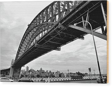Spanning Sydney Harbour - Black And White Wood Print by Kaye Menner