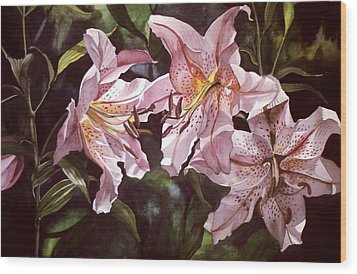 Splendor In Pink Wood Print by Alfred Ng