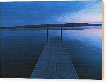 Springbrook Lake At Dawn Wood Print by Jeff Swan