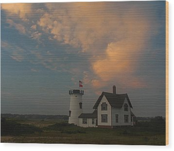 Stage Harbor Lighthouse Wood Print by Juergen Roth