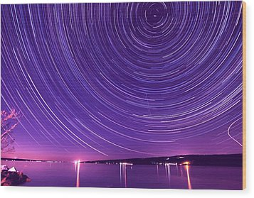 Starry Night Of Cayuga Lake Wood Print by Paul Ge