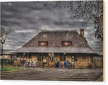 Station - Westfield Nj - The Train Station Wood Print by Mike Savad