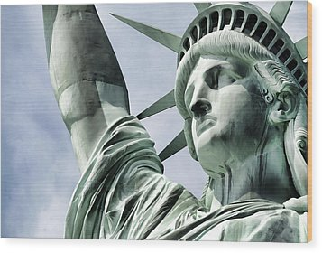 Statue Of Liberty 2 Wood Print by Lanjee Chee