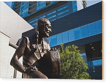 Statue Of Willie Nelson - Side View Wood Print by Mark Weaver