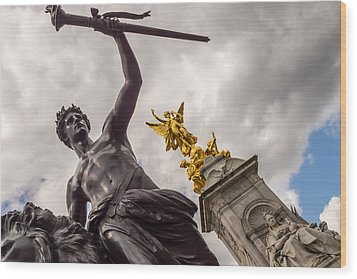 Statues In Front Of Buckingham Palace Wood Print