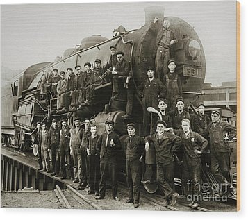 Steam Engine 351 On Turntable Coxton Yards Coxton Pennsylvania Early 1900s Wood Print