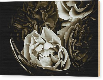Still Life With Roses Wood Print by Frank Tschakert