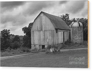 Stormy Barn Wood Print by Perry Webster
