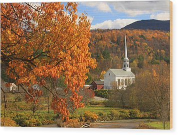Stowe Vermont In Autumn Wood Print
