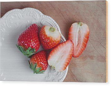 Strawberries From Above Wood Print