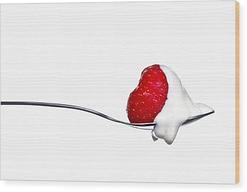 Strawberry And Cream Wood Print by Gert Lavsen