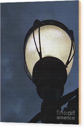 Street Lamp At Night Wood Print