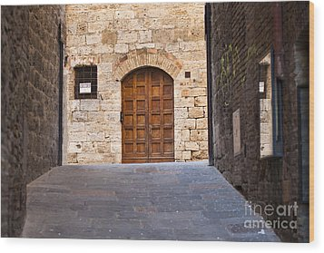 Streets Of San Gimignano Wood Print by Andre Goncalves