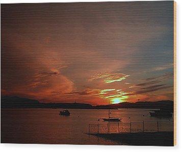 Sunraise Over Lake Wood Print