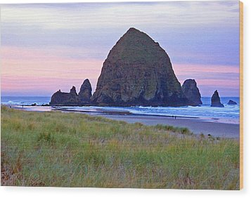 Sunrise At Cannon Beach  Haystack Rock And The Needles Wood Print