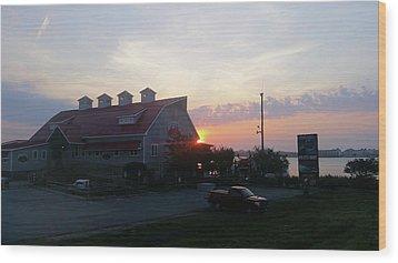 Sunrise At Hooper's Crab House Wood Print