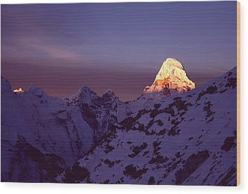 Sunrise At Mt. Ama Dablam Wood Print by Pal Teravagimov Photography
