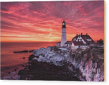 Sunrise At Portland Head Lighthouse Wood Print by Benjamin Williamson
