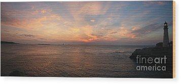 Sunrise At Portland Headlight Wood Print by David Bishop