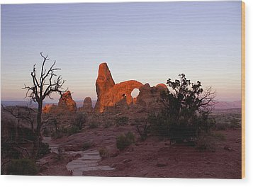 Sunrise At Tower Arch Wood Print