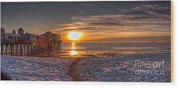 Sunrise In Maine Wood Print by David Bishop