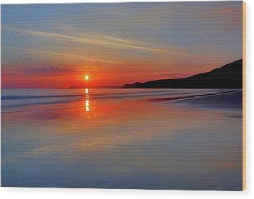 Sunrise On The Coast Wood Print by Roy McPeak