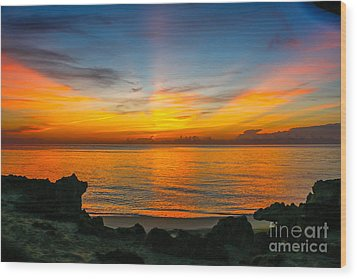 Sunrise On The Rocks Wood Print by Tom Claud