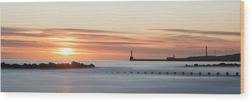 Sunrise Over Aberdeen Beach Wood Print