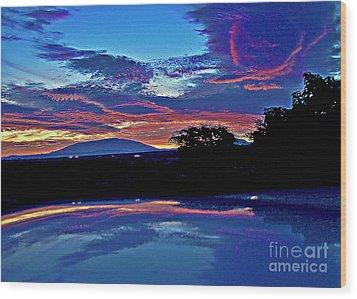 Sunrise Over Mauna Kea Wood Print by Bette Phelan