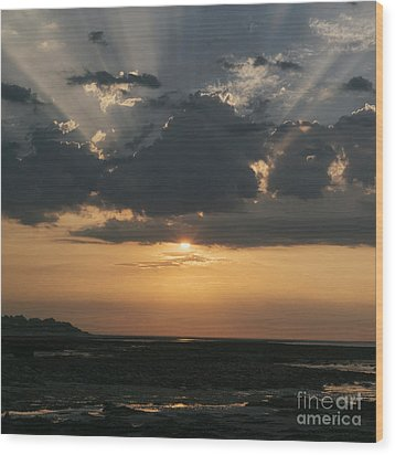 Sunrise Over The Isle Of Wight Wood Print