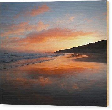 Sunrise Reflection Wood Print by Roy McPeak
