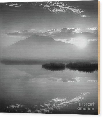 Wood Print featuring the photograph Sunrise by Tatsuya Atarashi