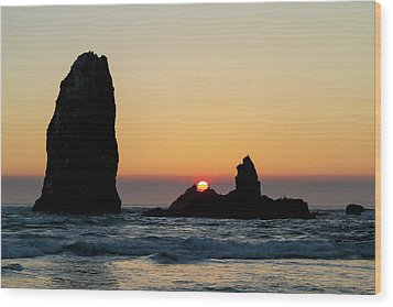 Sunset At Cannon Beach Wood Print by David Gn