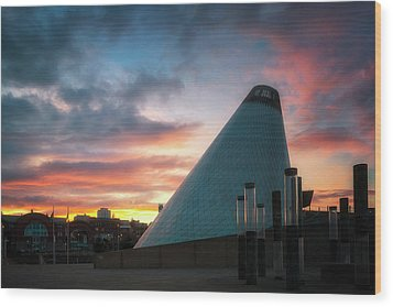 Sunset At The Museum Of Glass Wood Print by Ryan Manuel