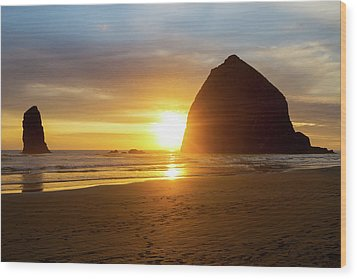 Sunset By Haystack Rock At Cannon Beach Wood Print by David Gn