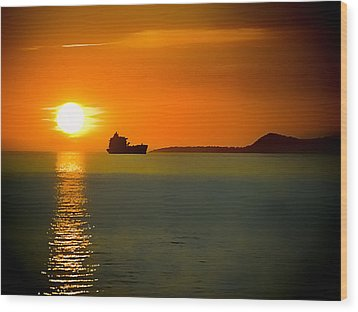 Wood Print featuring the photograph Sunset On The Sea by Dale Stillman