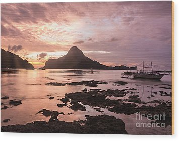 Sunset Over El Nido Bay In Palawan In The Philippines Wood Print