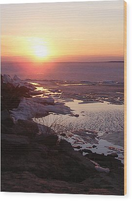 Sunset Over Oneida Lake - Vertical Wood Print by Lori Kingston