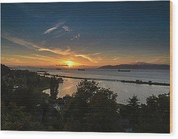 Sunset Over The Columbia River Wood Print by Joe Hudspeth